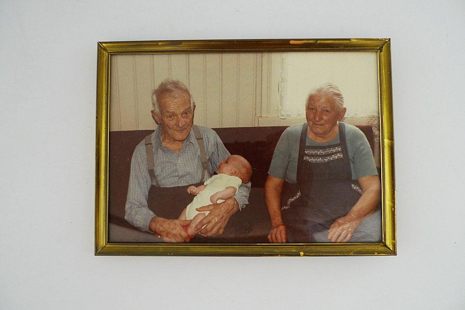 Alter Mann und alte Frau und Baby