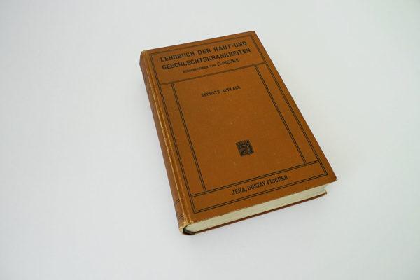 Lehrbuch der Haut- und Geschlechtskrankheiten