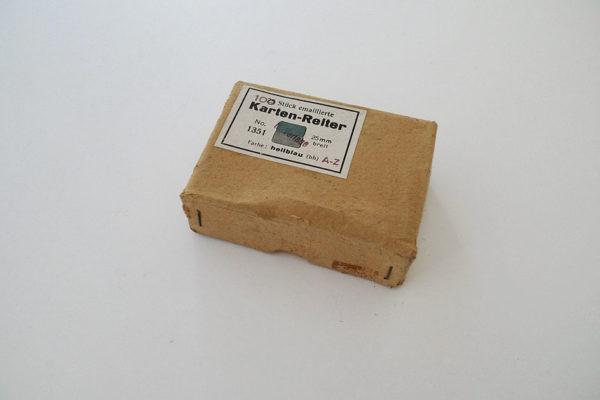 100 Stück emaillierte Karten-Reiter; No. 1351: hellblau
