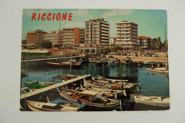Riccione - Das Hafenbecken und das Hotel